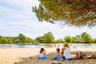 Pique nique sur la plage © G.Cassiau